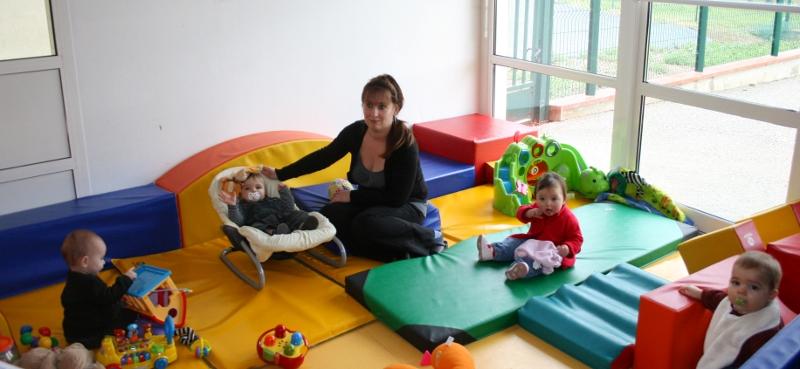 Creche bruguieres decrochez job - Tapis pour bebe comme creche ...