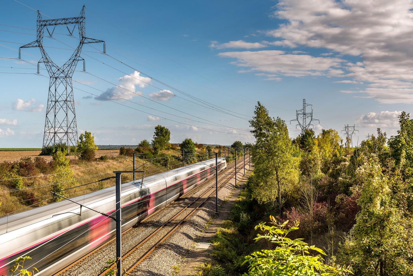 Lautorite-publique-regulation-ferroviaire-charge-sassurer-toute-entreprise-acces-equitable-reseau-ferre-sinquiete-entourant-SNCF