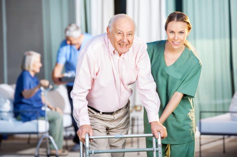 Aidez les personnes âgées pour réussir votre entretien d'embauche