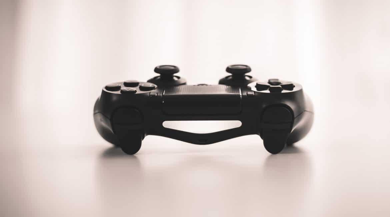 Une manette de jeux vidéo