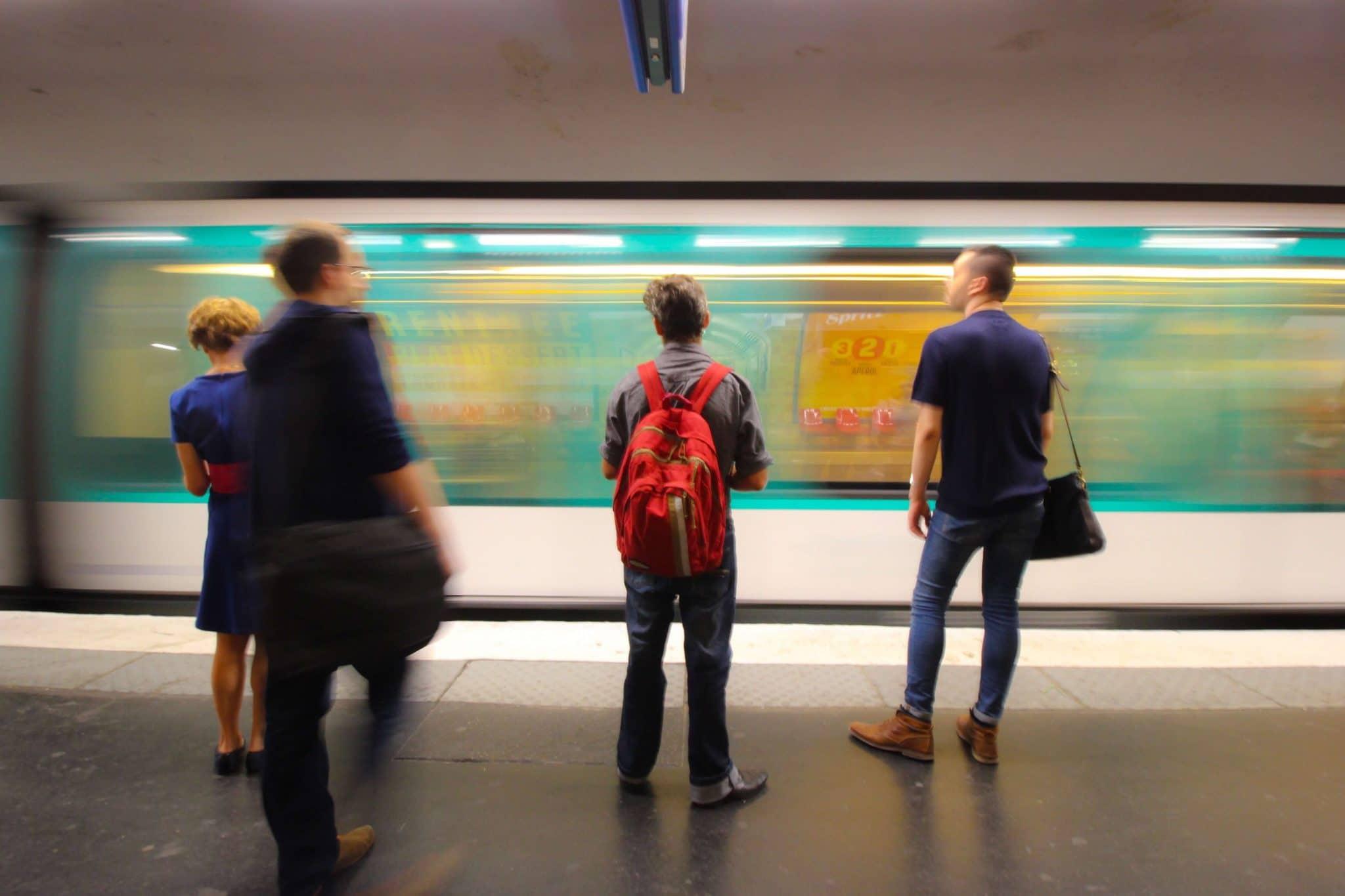 paris-metro-4RG8XSN (1)