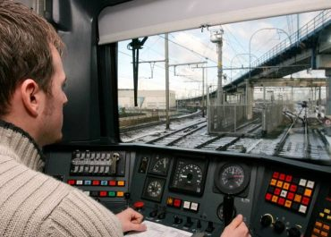 Les conditions et les formations requises pour devenir conducteur de train