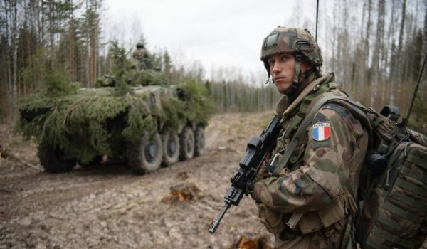 Tank et soldat français